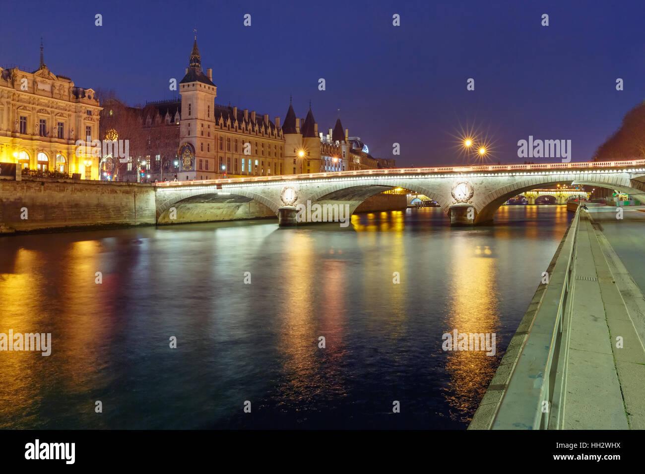 Conciergerie en la noche, París, Francia Imagen De Stock
