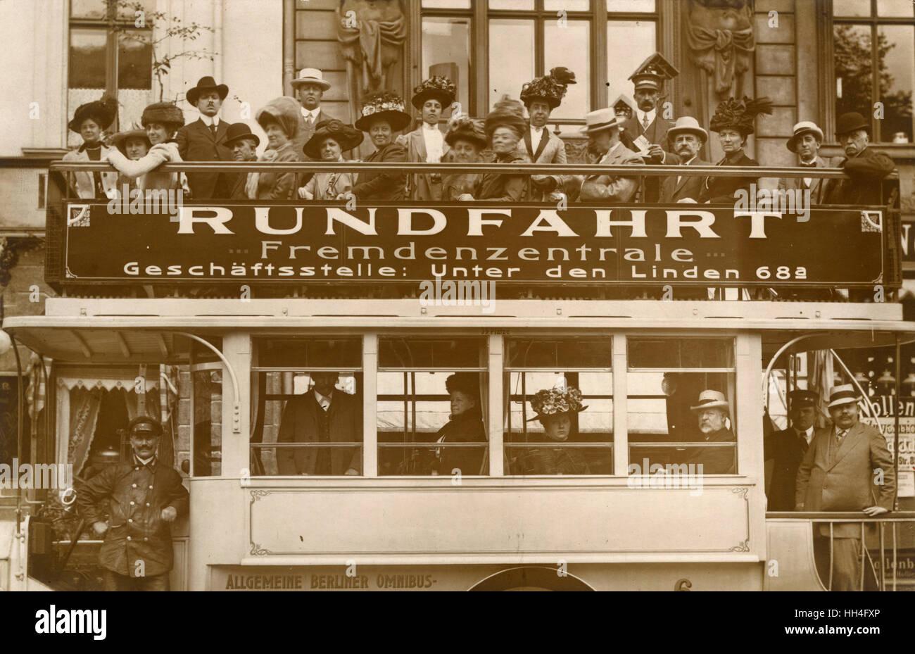 Alemania, Berlín - Viaje de Ida y vuelta o de viajes turísticos Omnibus. Imagen De Stock