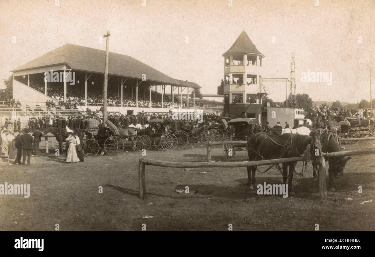 Escena en un gran evento de carreras de caballos, EE.UU.. Imagen De Stock