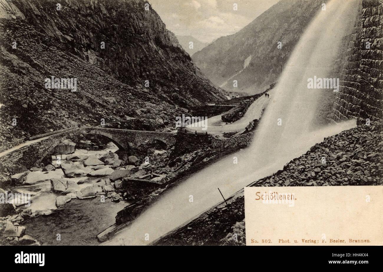 Puente de Napoleón - Schollenen Gorge, Suiza. En 1799, este fue el sitio de una de las batallas más espectaculares de Suvorov italiano y suizo expedición durante las Guerras Napoleónicas. El puente fue fuertemente dañado por la retirada del ejército francés. Foto de stock