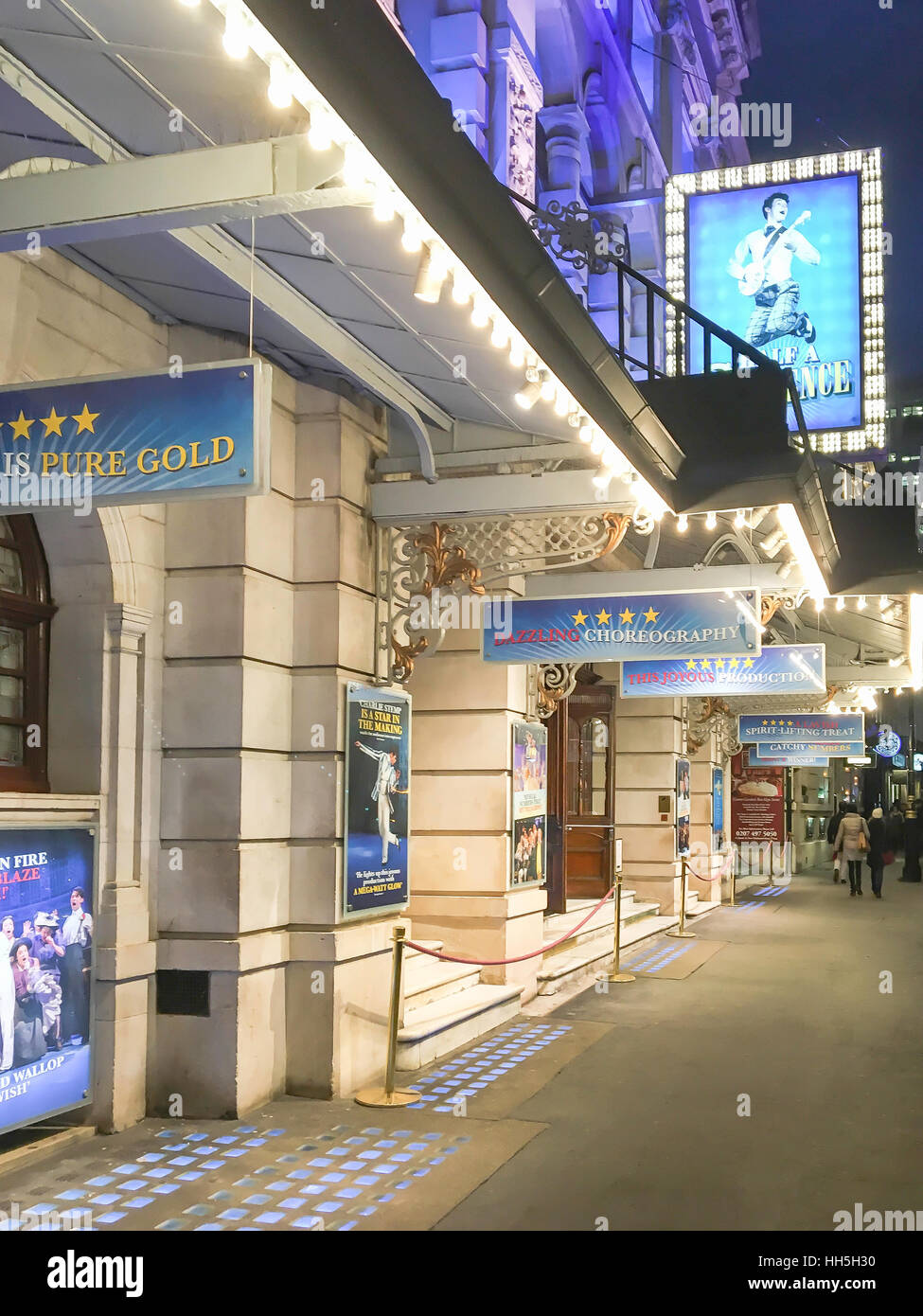 Medio Sixpence en Noel Coward Theatre, St Martin's Lane, West End, la ciudad de Westminster, Greater London, Imagen De Stock
