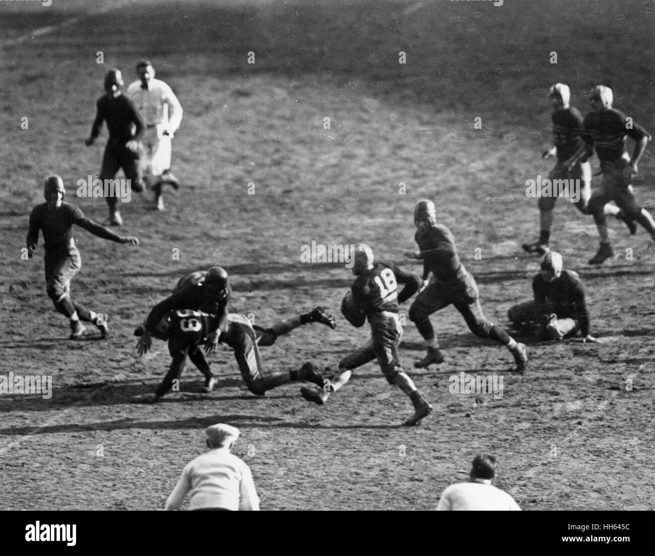 Partido de fútbol americano entre los equipos del ejército y la Marina en el Yankee Stadium, Nueva York, Imagen De Stock
