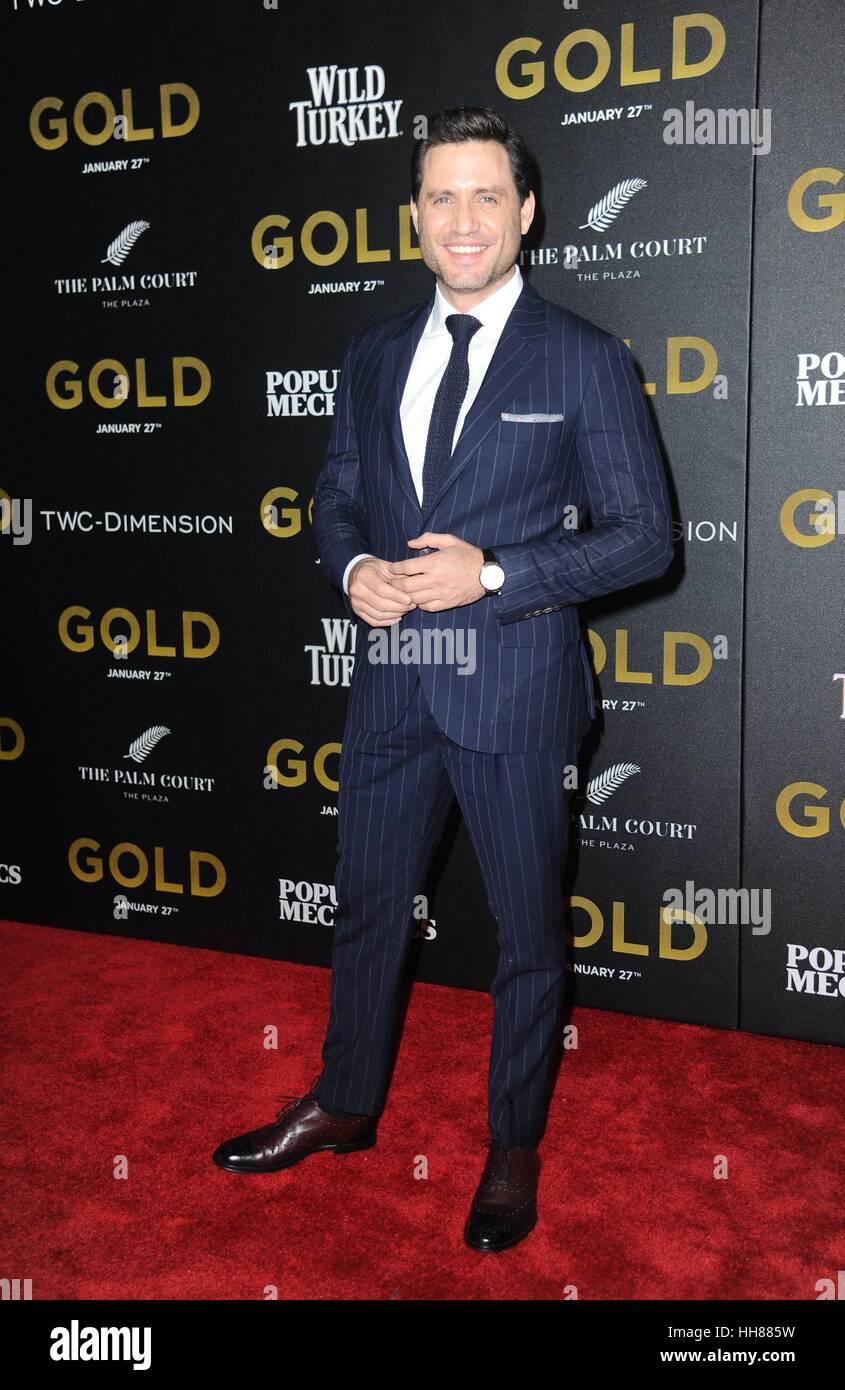 Nueva York, NY, EUA. 17 ene, 2017. Edgar Ramírez en la terminal de llegadas de oro Premiere, AMC Loews Lincoln Square, Foto de stock