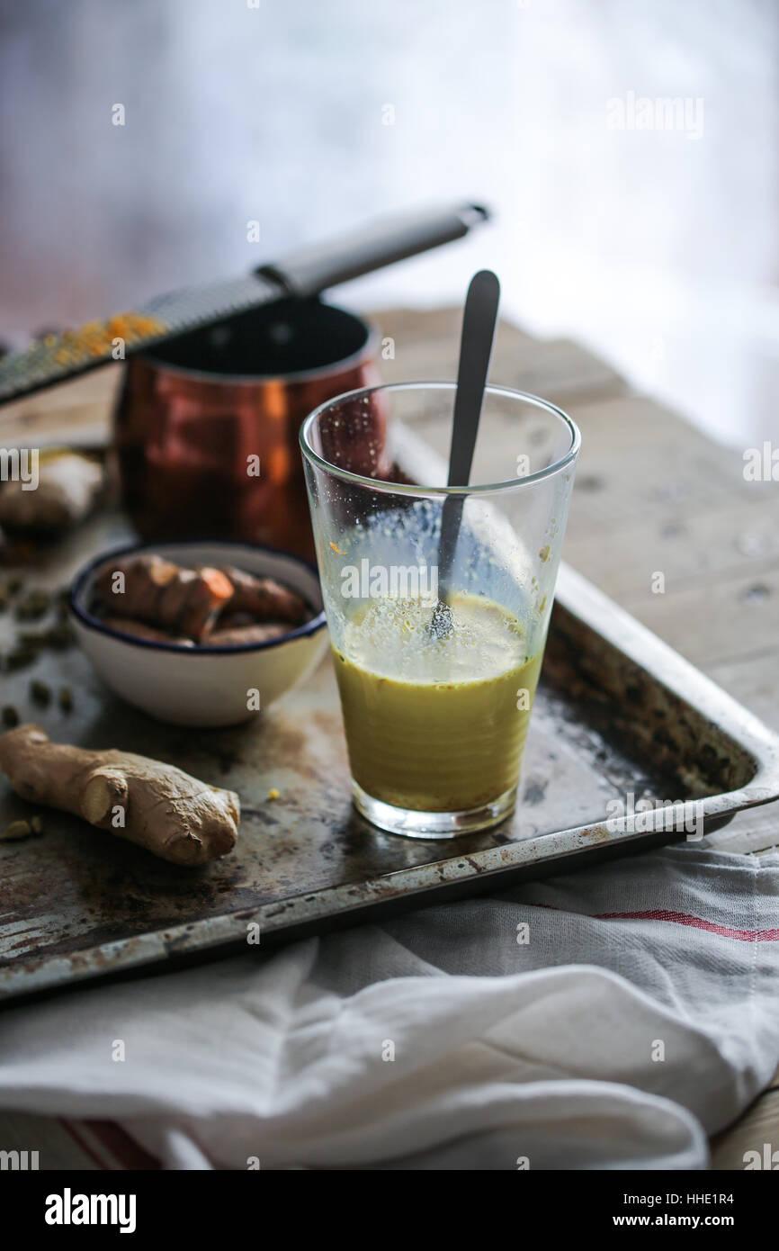Aderezado leche con cúrcuma Imagen De Stock
