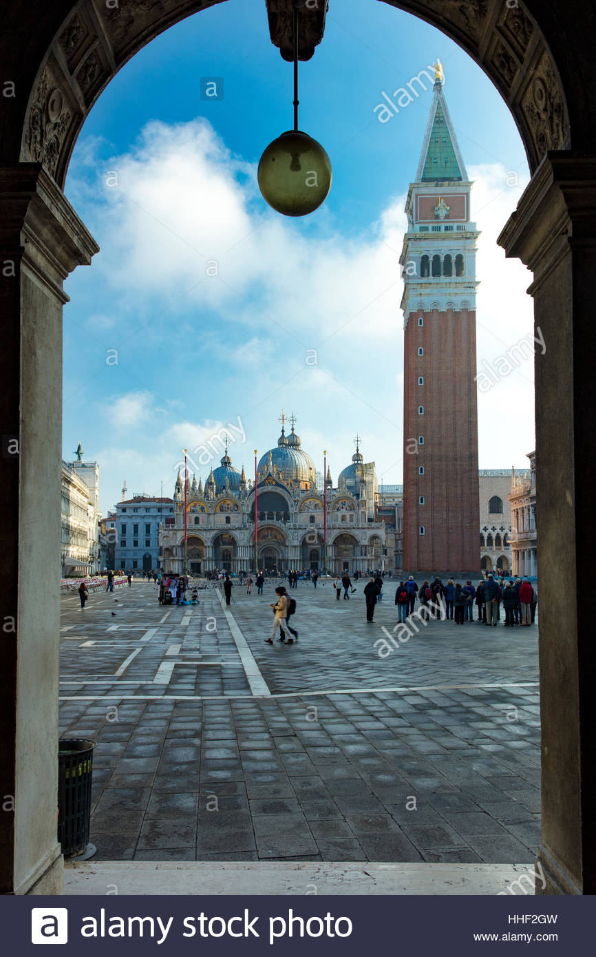 Muy temprano en la mañana en la Plaza de San Marco, Venecia, Véneto, Italia Imagen De Stock