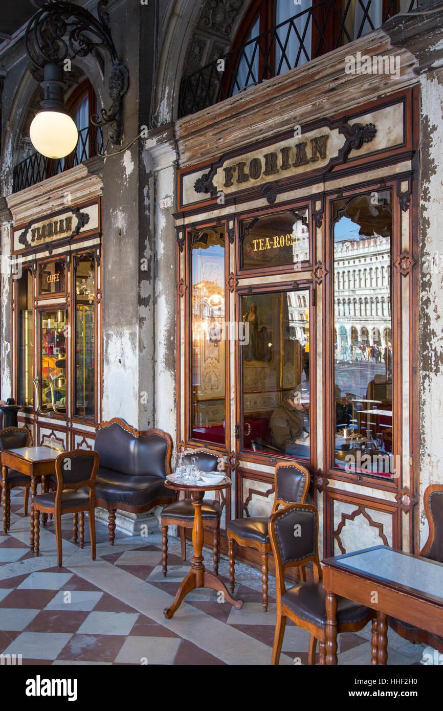 El Caffe Florian (b. 1720), el café más antiguo del mundo, la Piazza San Marco, Venecia, Véneto, Imagen De Stock