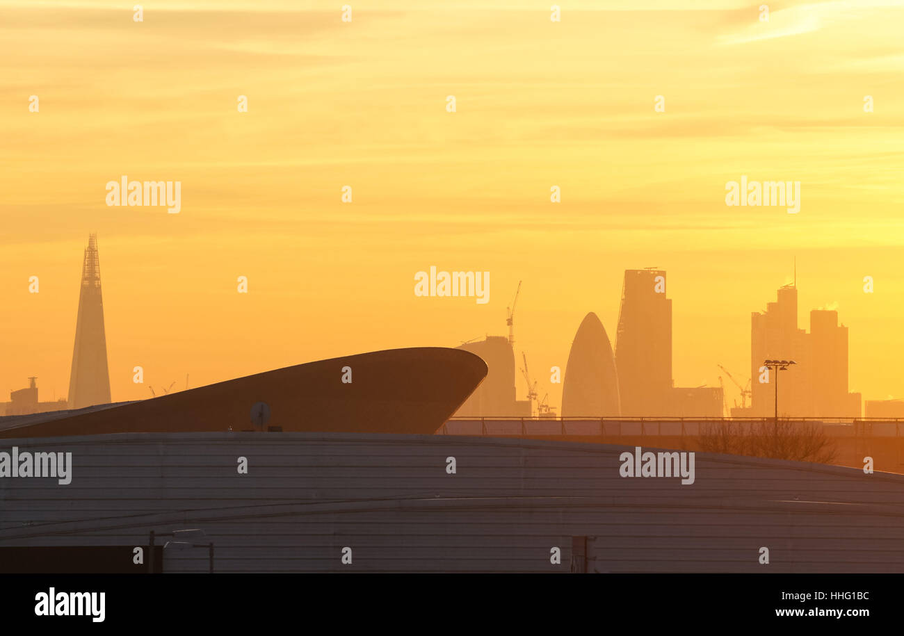 """Londres, Reino Unido. 19 ene, 2017. Tóxico en el aire """"alerta roja"""" emitida en ocho municipios de Londres. Crédito: Foto de stock"""
