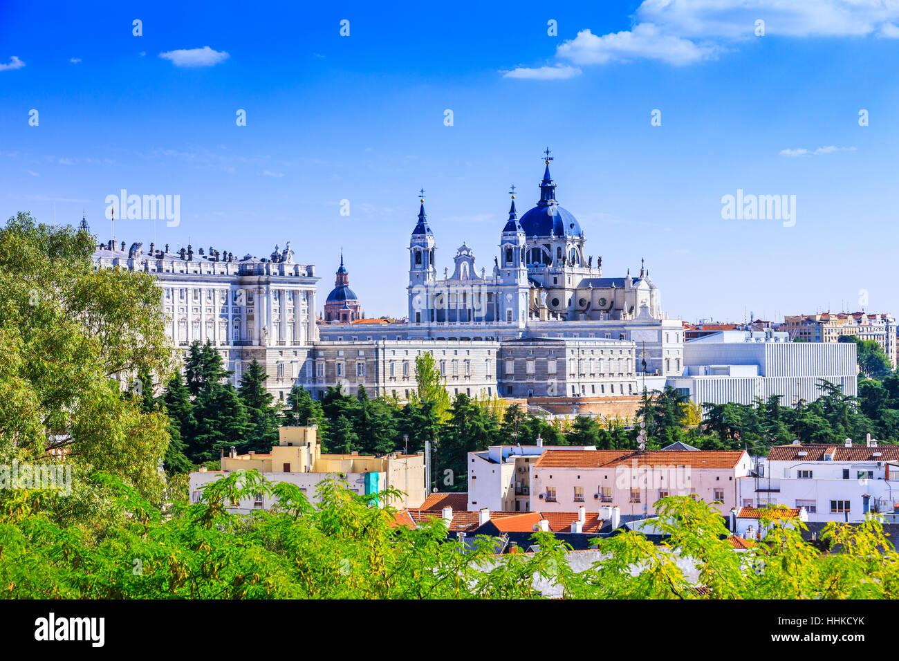 Madrid, España. Santa María la Real de La Catedral de La Almudena y el Palacio Real. Imagen De Stock