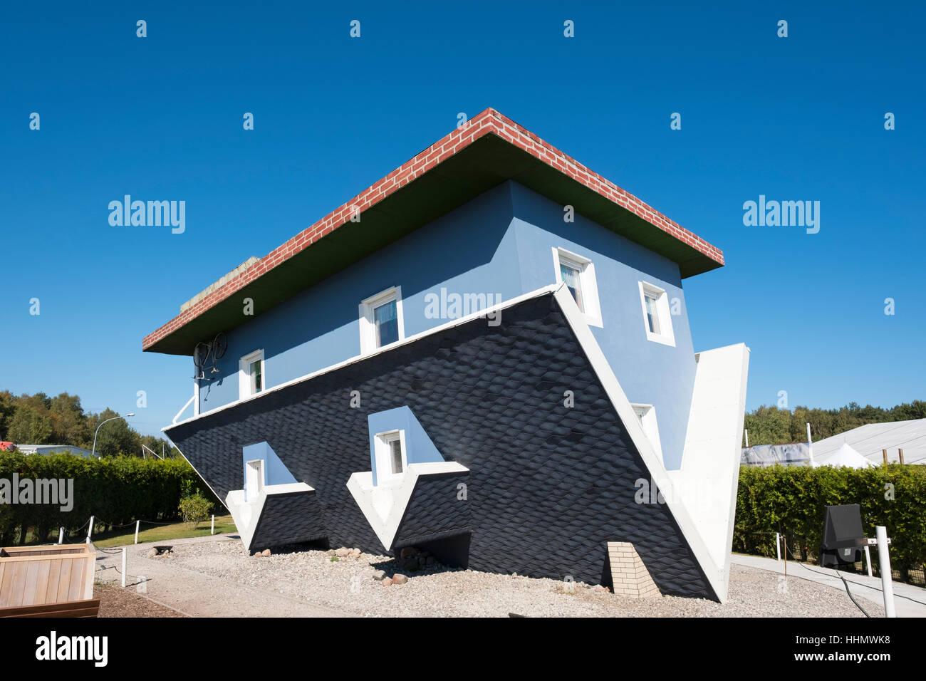 La casa de arriba abajo el mundo al rev s trassenheide - Casas en el valles occidental ...
