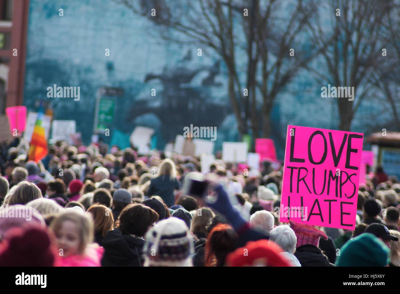 Marzo de mujeres en Victoria BC el primer día de la Presidencia Trump Foto de stock