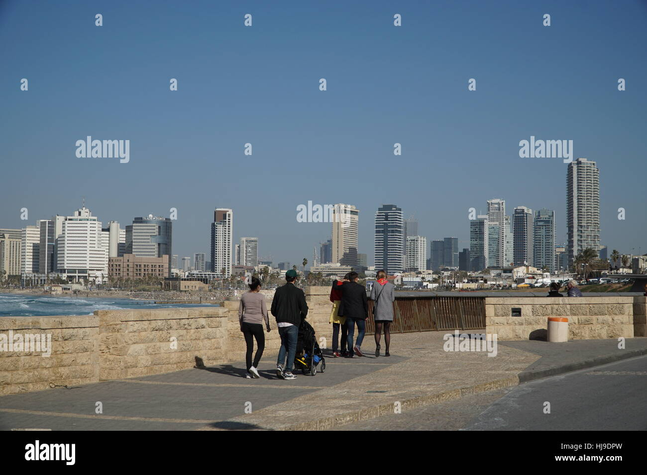 Tel Aviv skyline visto desde el paseo marítimo Imagen De Stock