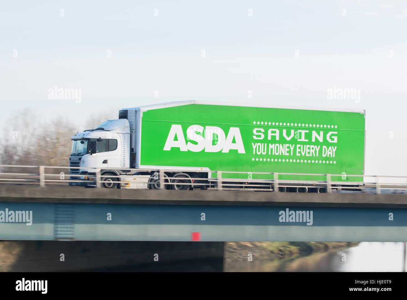Asda camión - 'Saving dinero cada día' Imagen De Stock