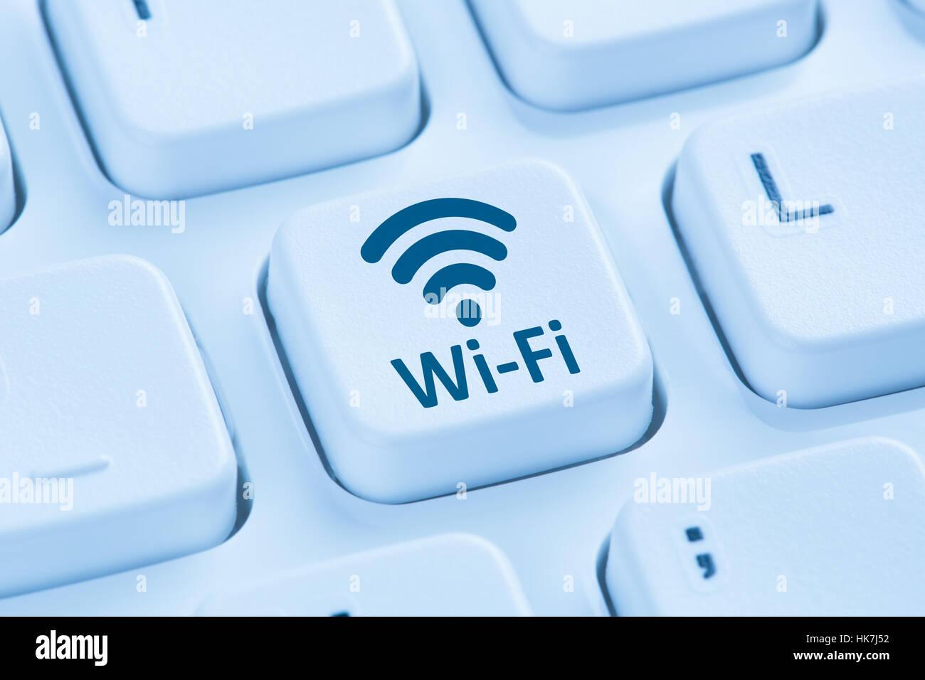 Wi-fi, conexión internet wifi hotspot símbolo azul teclado de ordenador Imagen De Stock
