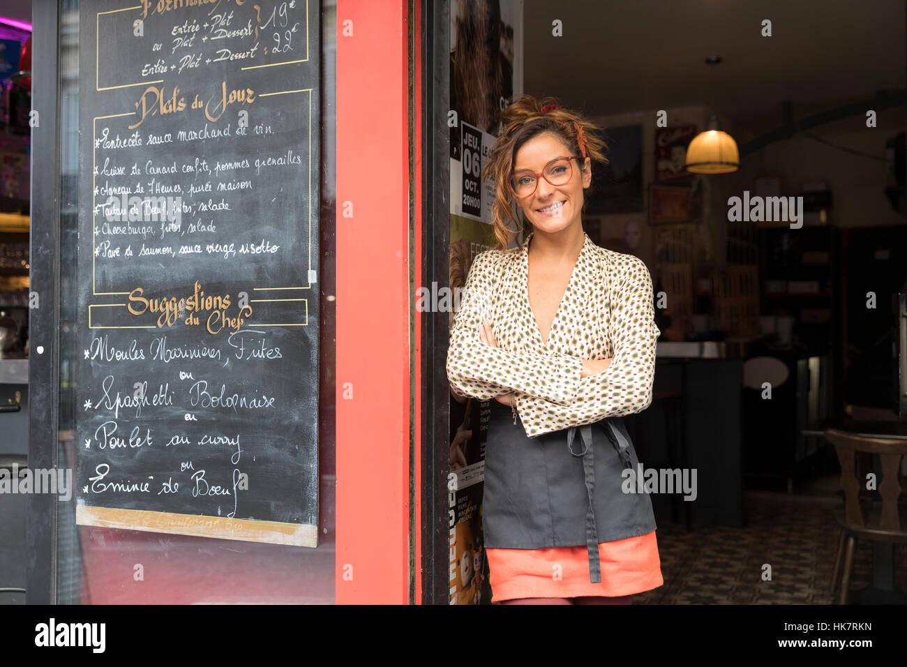 Empresario y dueño de un café en París Imagen De Stock