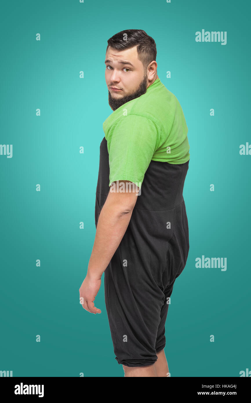 camisa fondo molesto Cansado negros y verde en pantalones turquesa sobre hombre qtzrwzd