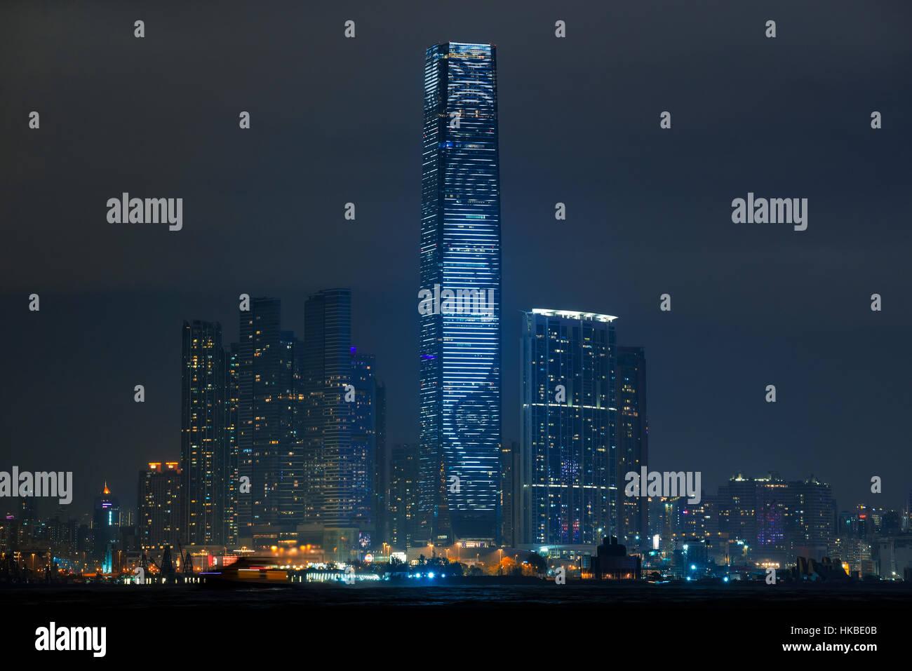 Hong Kong, China. 28 ene, 2017. El día del año nuevo chino, el Centro de Comercio Internacional CCI iluminación Foto de stock