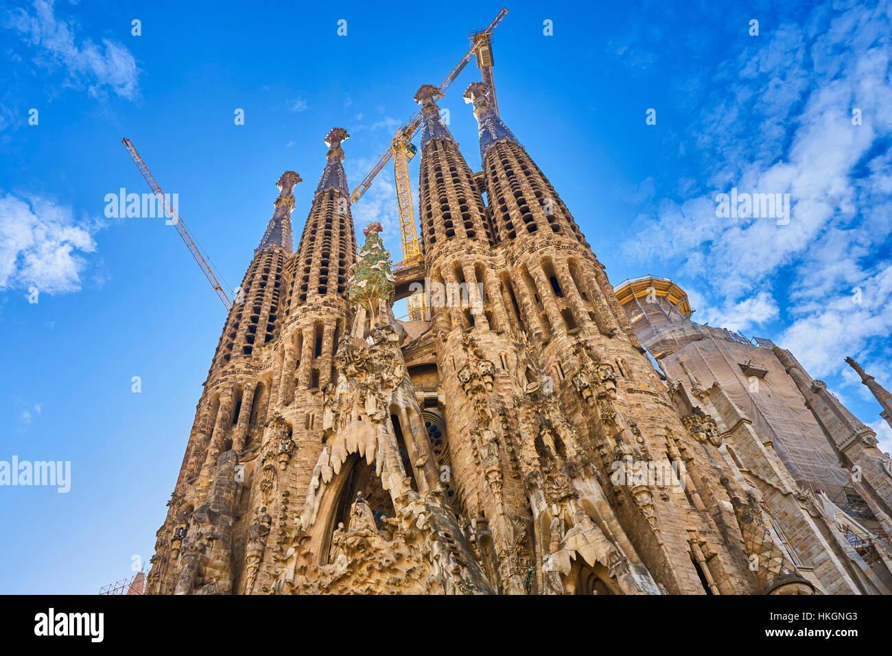 Catedral de la Sagrada Familia diseñado por Antoni Gaudí, Barcelona, Cataluña, España Imagen De Stock