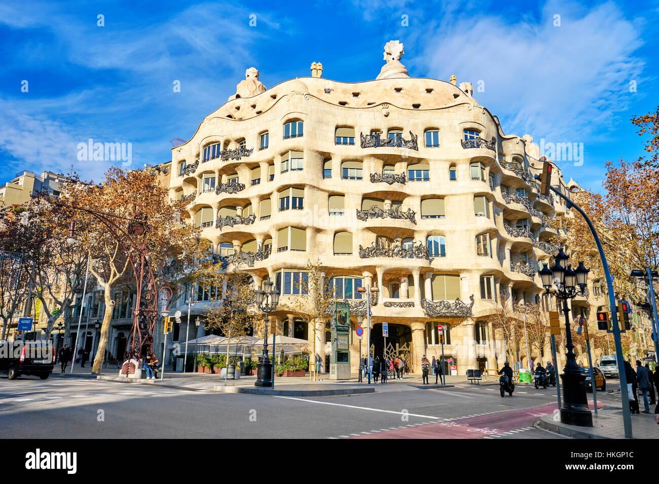 Diseño de edificio de La Pedrera de Antoni Gaudí, Barcelona, Cataluña, España Imagen De Stock