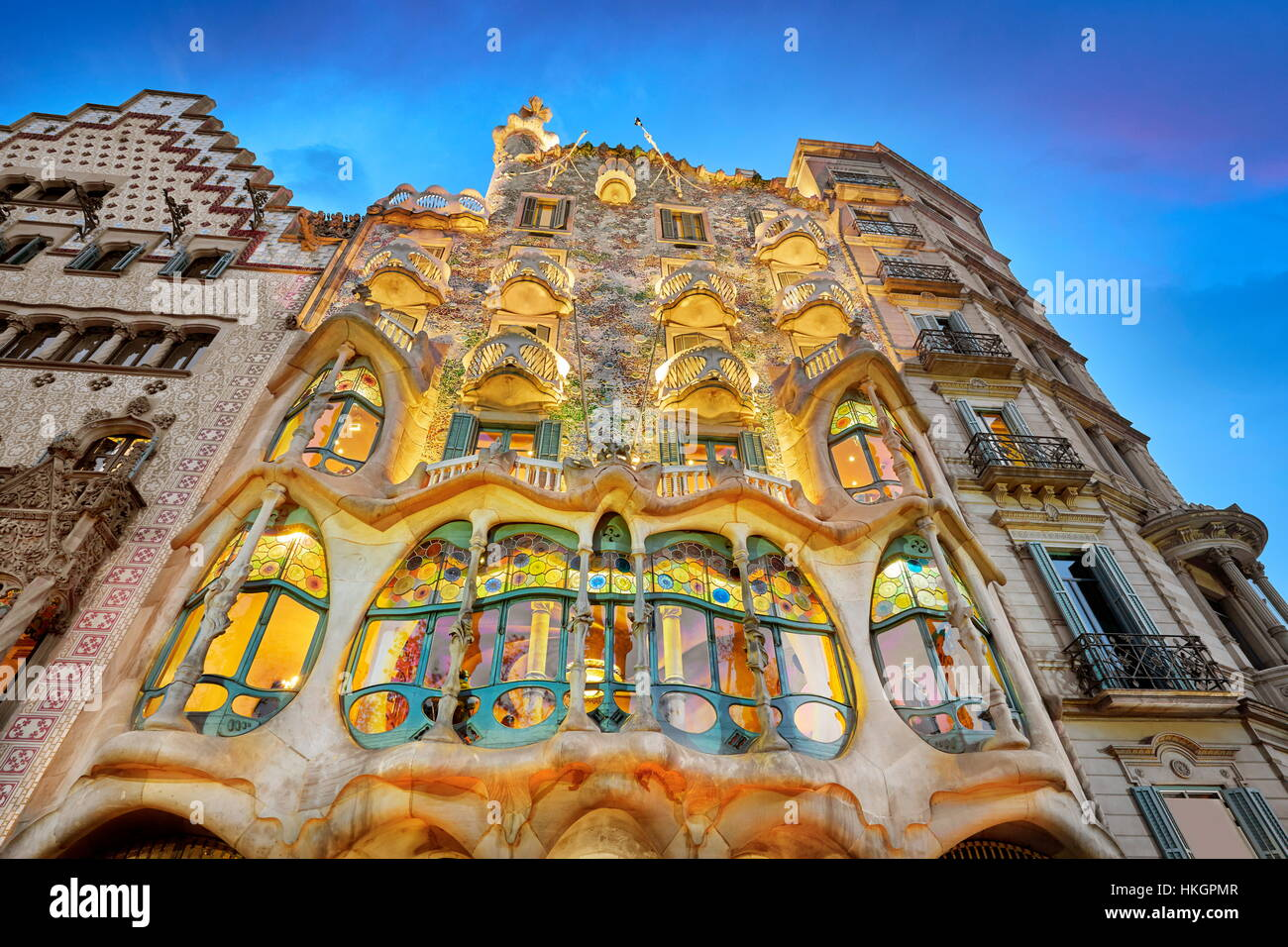 Diseño de la casa, Casa Batlló de Antonio Gaudí al atardecer, Barcelona, España Imagen De Stock