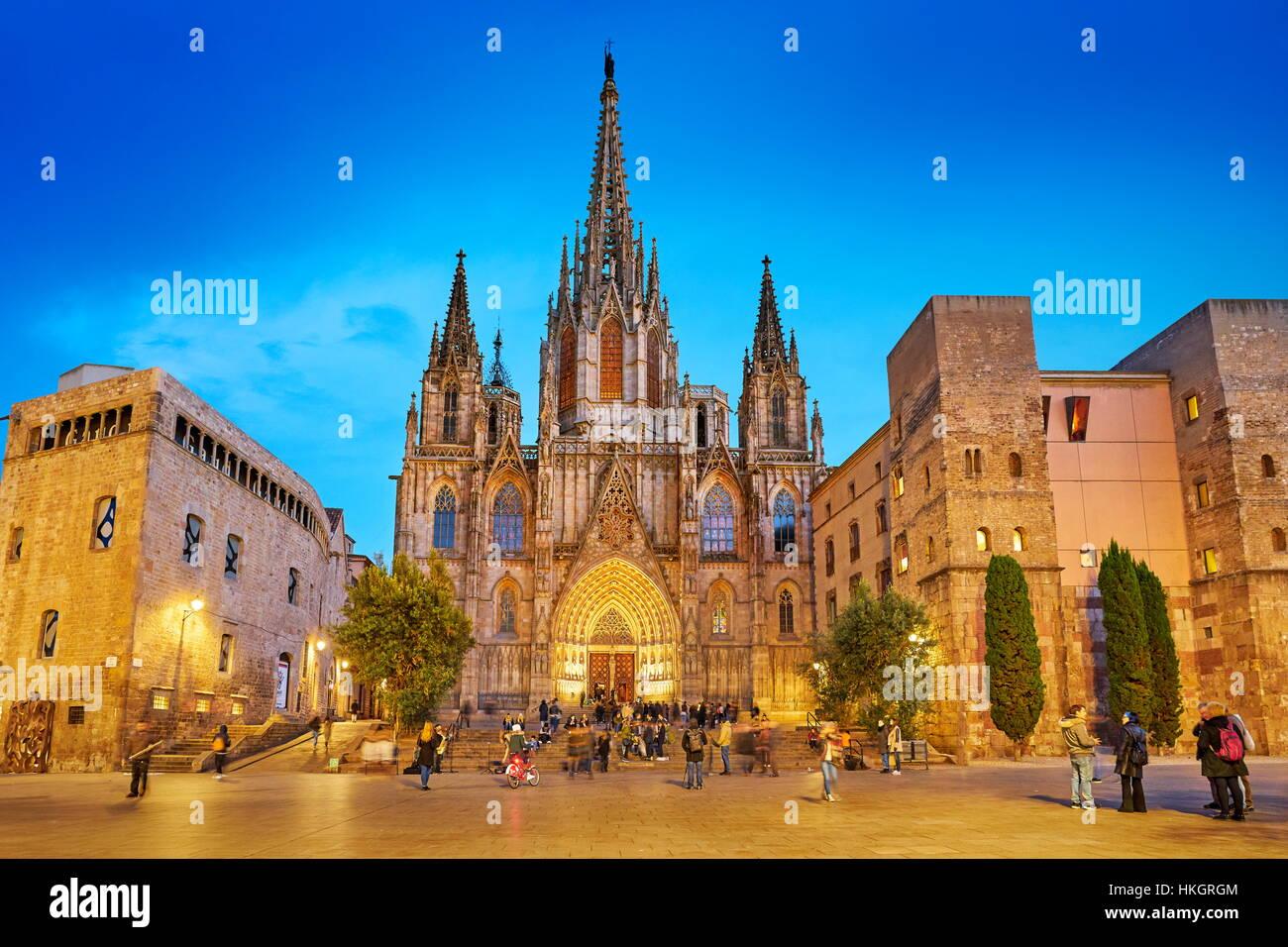 La Catedral de Barcelona por la noche, Barri Ghotic Trimestre, Cataluña, España Imagen De Stock