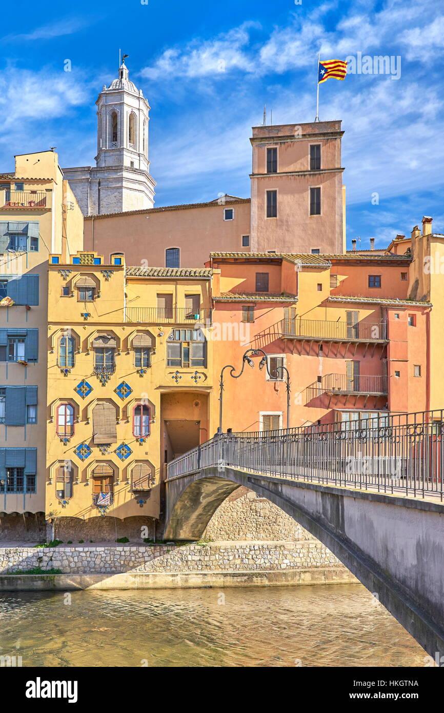Coloridas casas de Girona, Cataluña, España Imagen De Stock