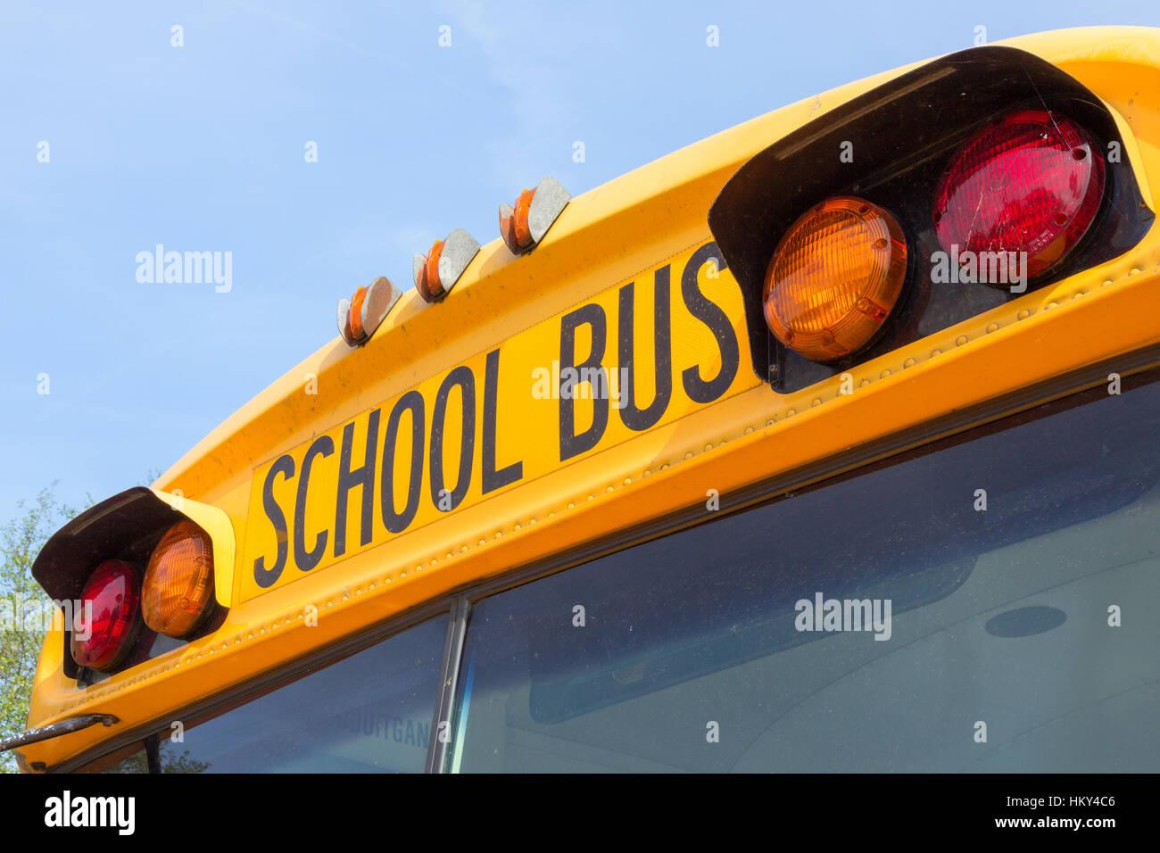 DEN Bosch, Holanda - 10 de mayo de 2015: Cerca de un autobús escolar americano. En los Estados Unidos y Canadá, Imagen De Stock