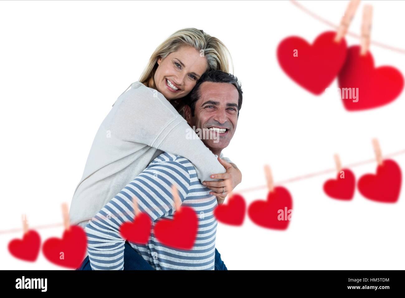 Hombre feliz dando piggyback para mujer Imagen De Stock
