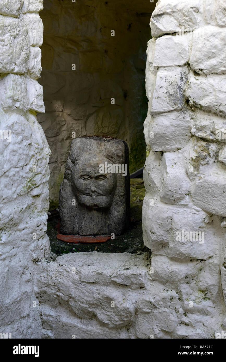 Escultura en piedra tallada matriarcal angustia scream cregan castillo restaurado towerhouse ballyvaughan clare Foto de stock