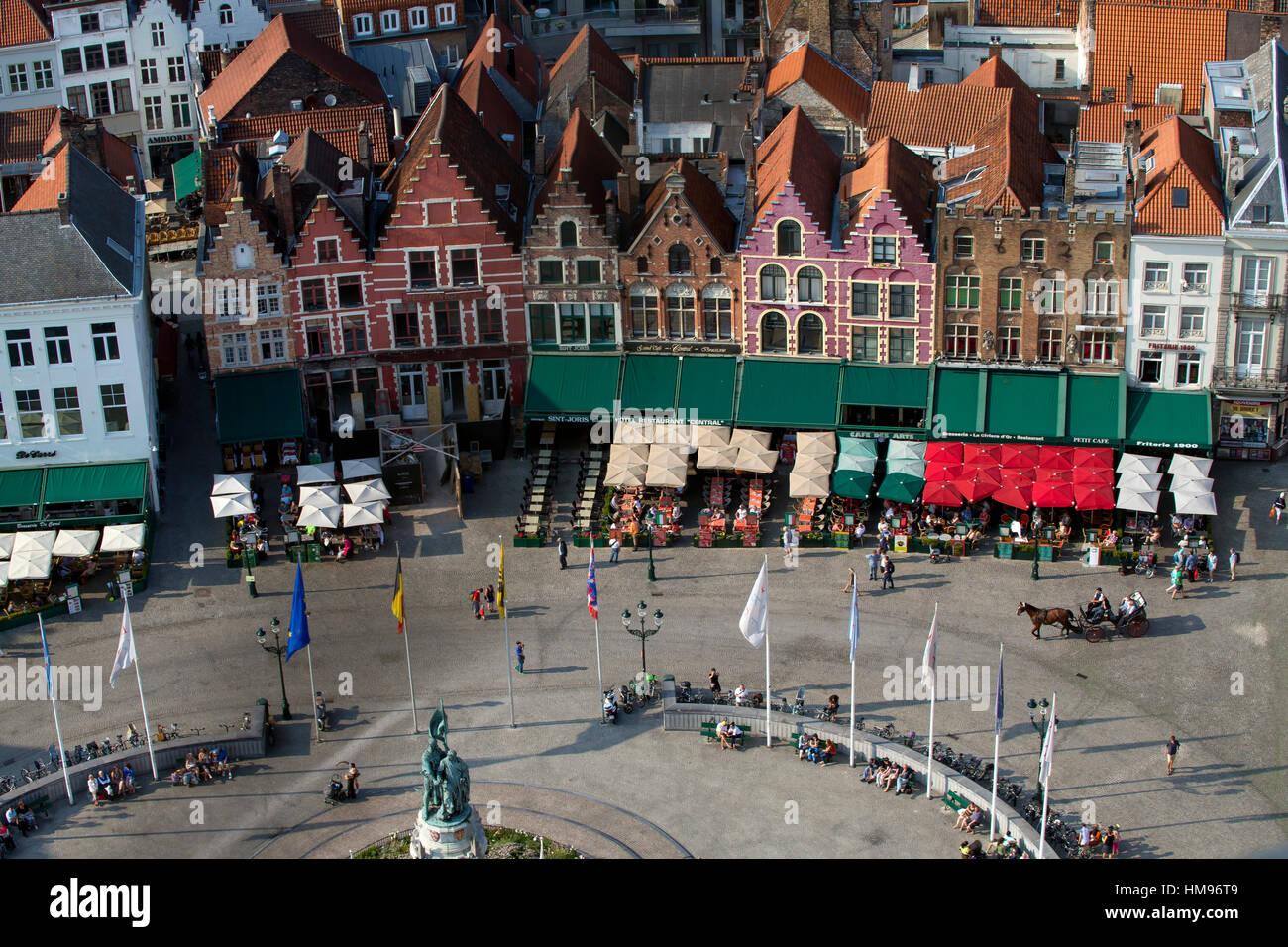 La plaza Markt visto desde la parte superior de la torre del campanario (belfort) Torre, brujas, Flandes Occidental, Imagen De Stock