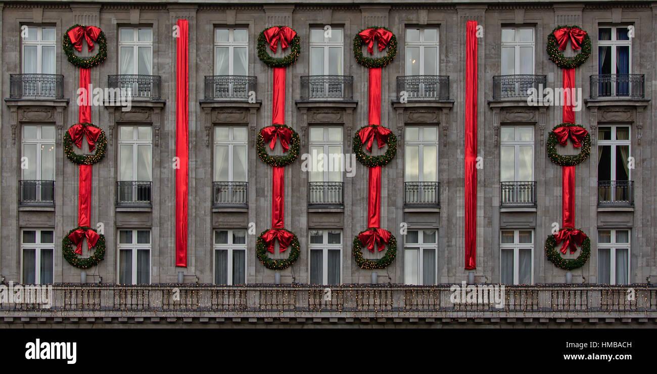 Hotel Senorial Fachada En Piedra Gris Con Ventanas Con Balcones