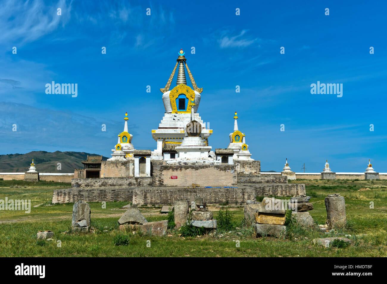 Stupa y temple, Erdene Zuu monasterio Khiid, Karakorum, Kharkhorin, Övörkhangai Aimak, Mongolia Imagen De Stock