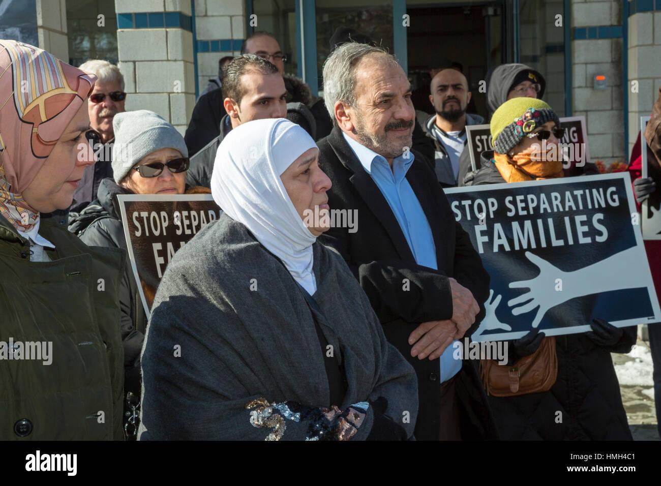 Bloomfield Hills, EE.UU.. Febrero 3, 2017. Los Líderes interreligiosos rallye durante las oraciones del viernes Foto de stock