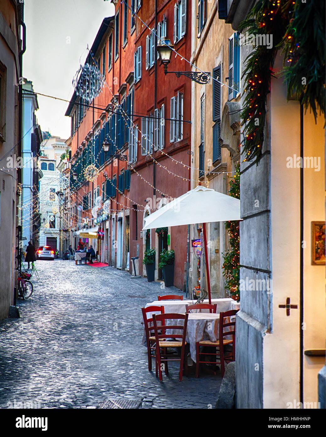 Alley en Roma durante las vacaciones de Navidad, Via Del Orso, Roma, Lazio, Italia Imagen De Stock