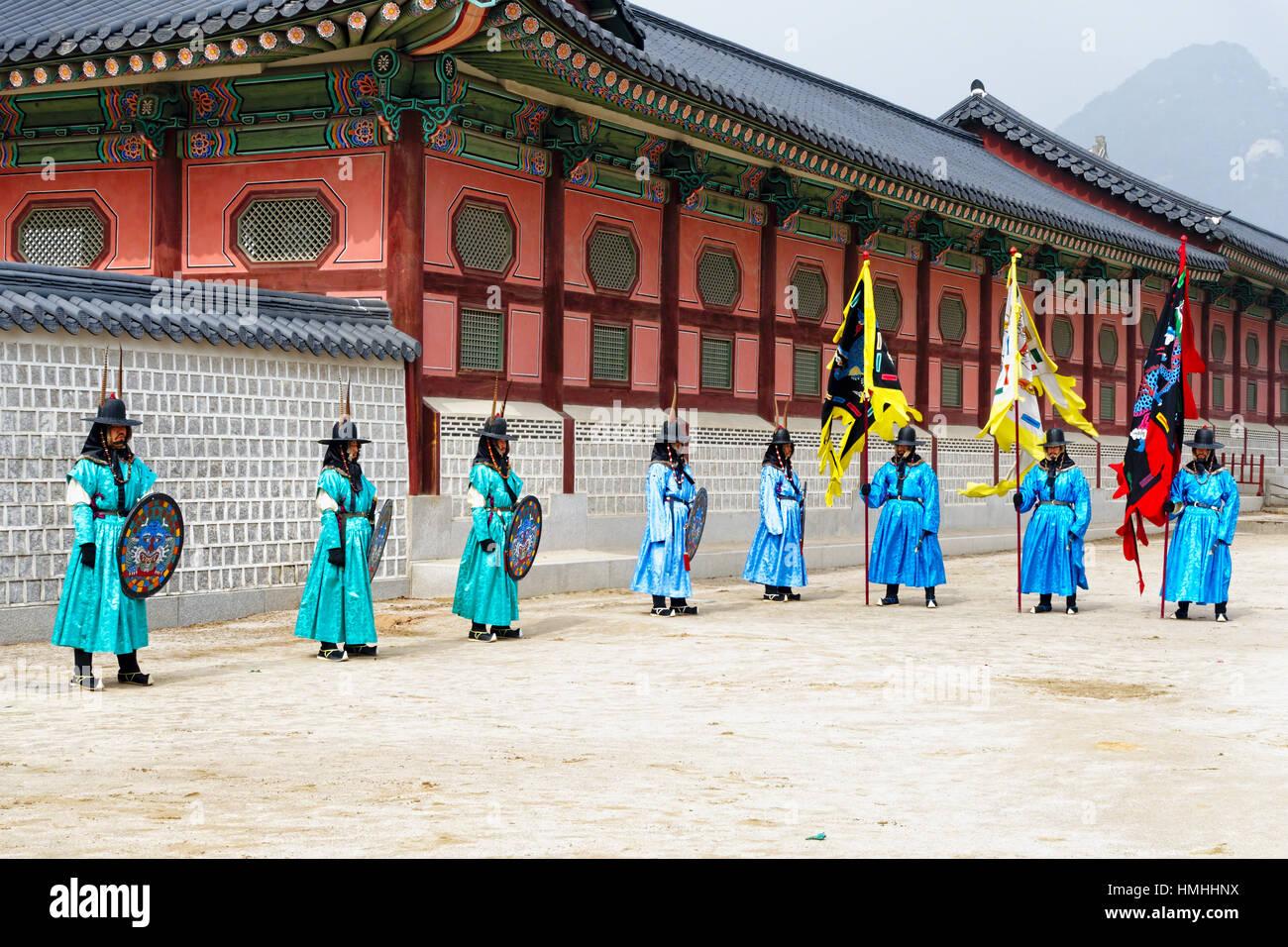 Ceremonia de cambio de guardia, el Palacio Gyeongbokgung, Seúl, Corea del Sur Imagen De Stock