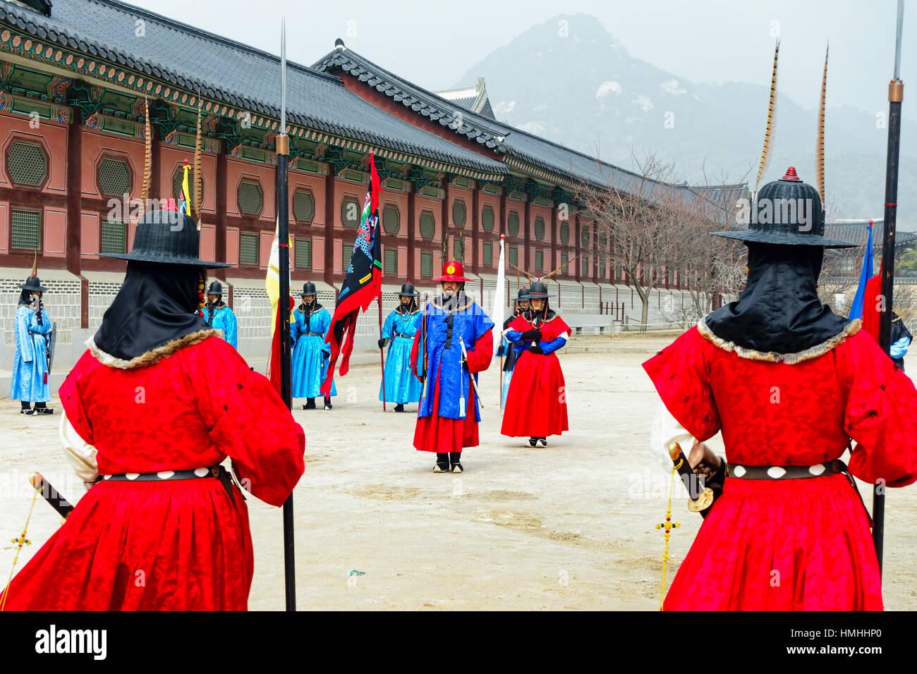 Cambio de la Guardia Real ceremonia, el Palacio Gyeongbokgung, Seúl, Corea del Sur Foto de stock