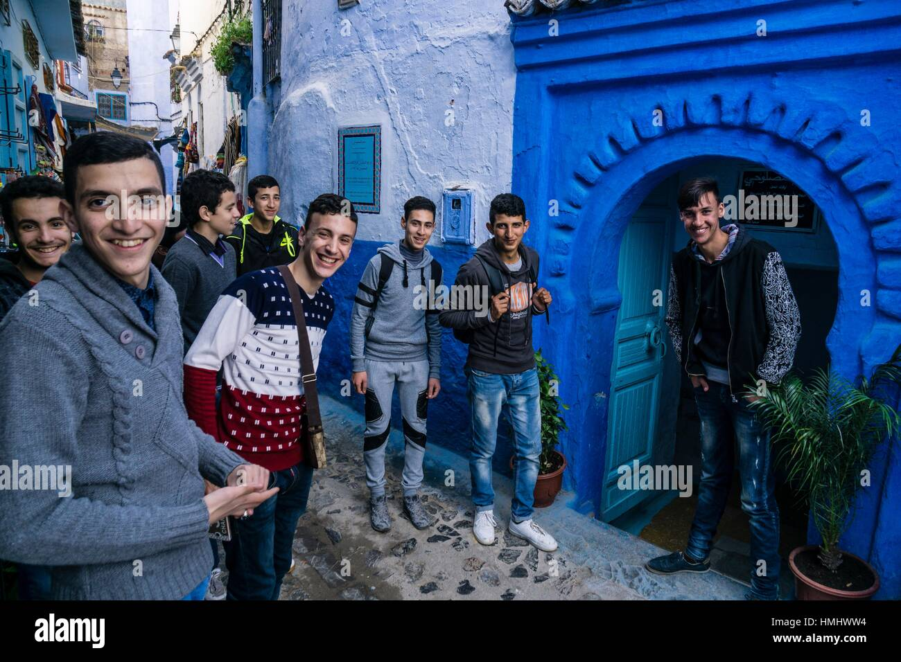 Estudiantes de Tetuán visitando la medina, Chauen Chefchauen, --, Marruecos, Norte de África. Foto de stock