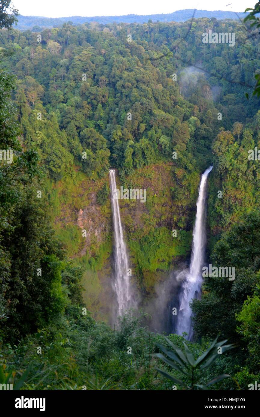 Tad Fane Cascada, Boloven, en Laos, en el Sudeste de Asia. Imagen De Stock
