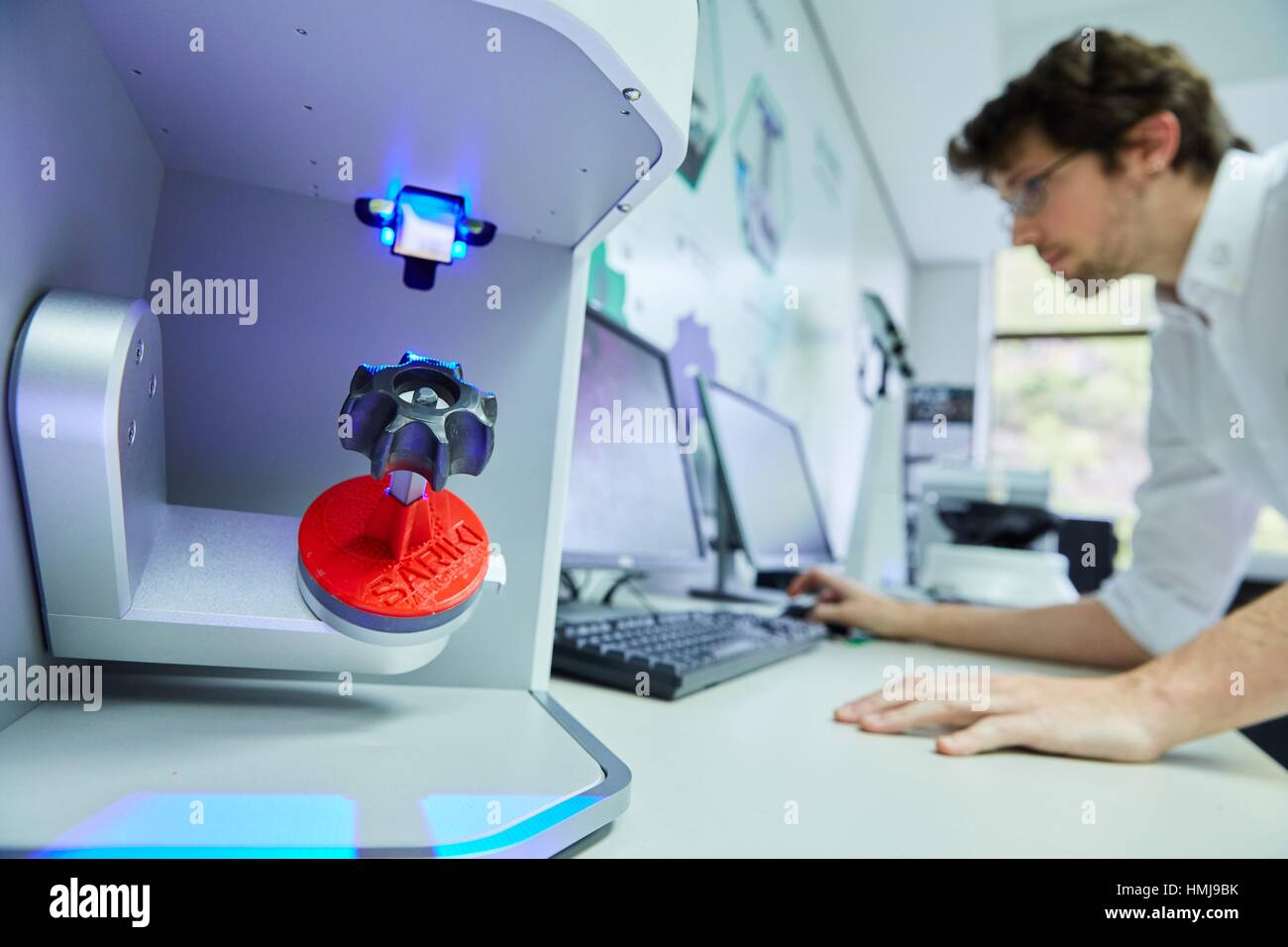 Escáner 3D. Innovadores de metrología aplicada. Metrología Sariki. Elgoibar. Gipuzkoa. Comunidad Imagen De Stock