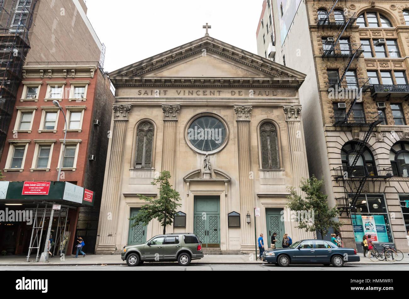 Fachada exterior de la iglesia de San Vicente de Paúl en Manhattan, Nueva York, EE.UU. Imagen De Stock