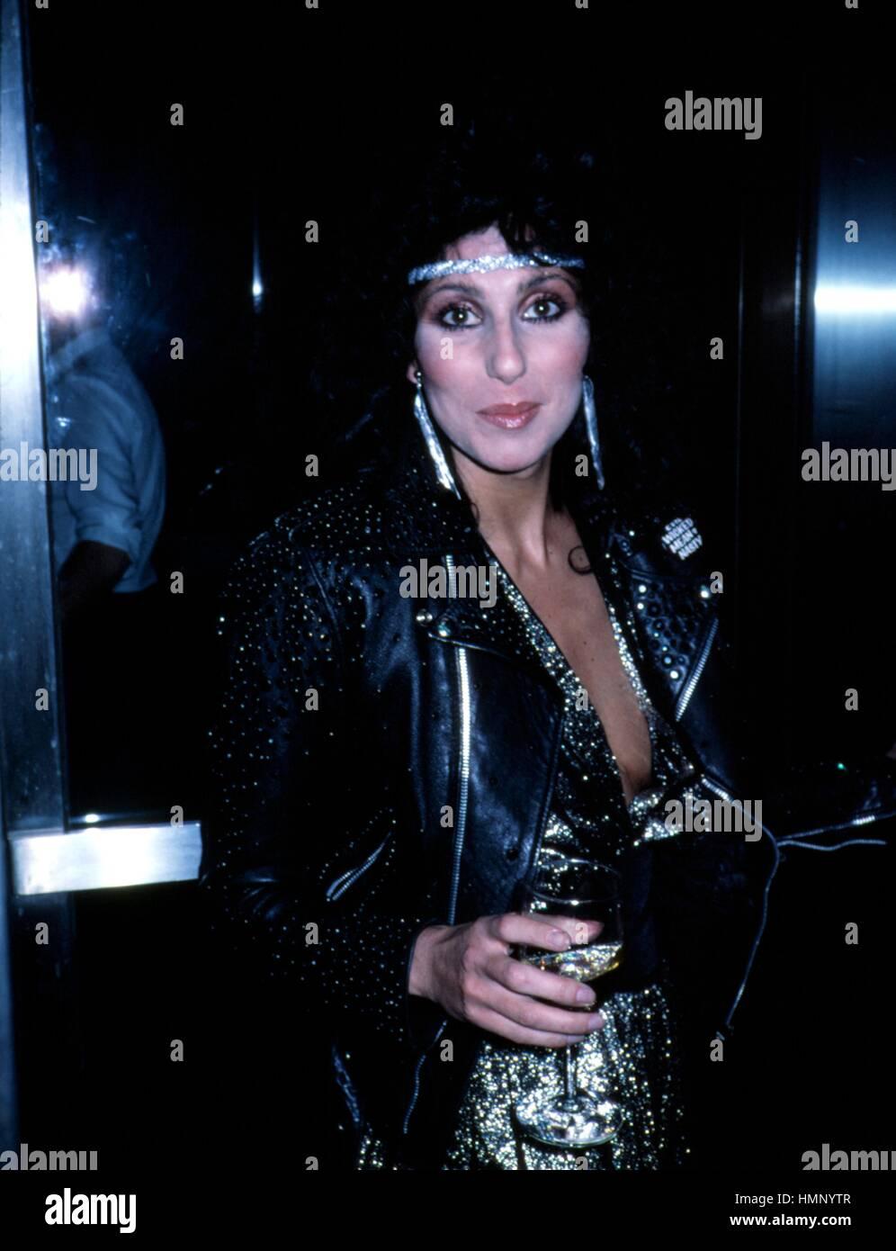 CHER de enero de 1982 Apartamento de HALSTON CRÉDITO DE LA CIUDAD DE NUEVA YORK TODOS LOS USOS Imagen De Stock