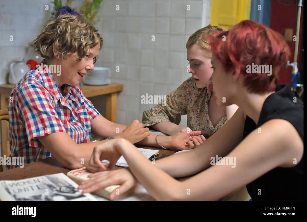 Las mujeres del siglo xx 2016 Annapurna Pictures con de izquierda a derecha: Annette Bening, Elle Fanning, Greta Imagen De Stock