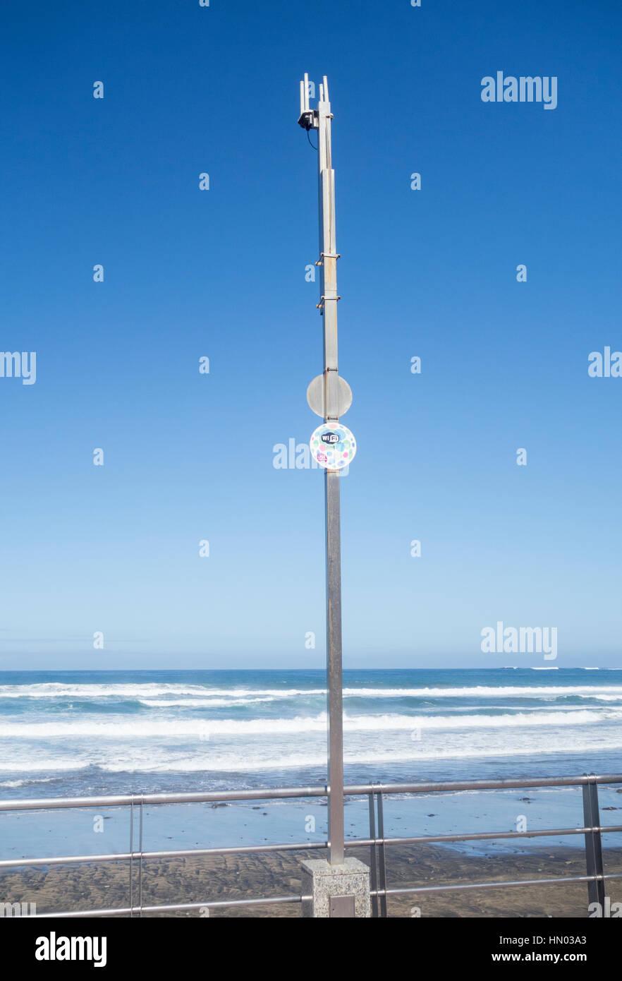 Antenas wifi en la playa en España Imagen De Stock