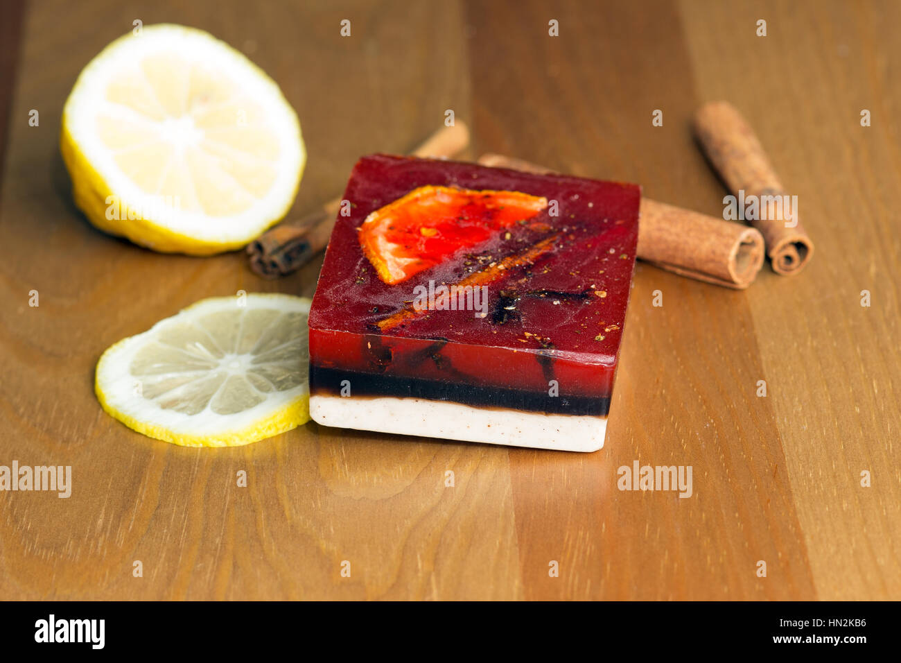 Tri-color jabón artesanal forma rectangular con limón y karitsey Imagen De Stock