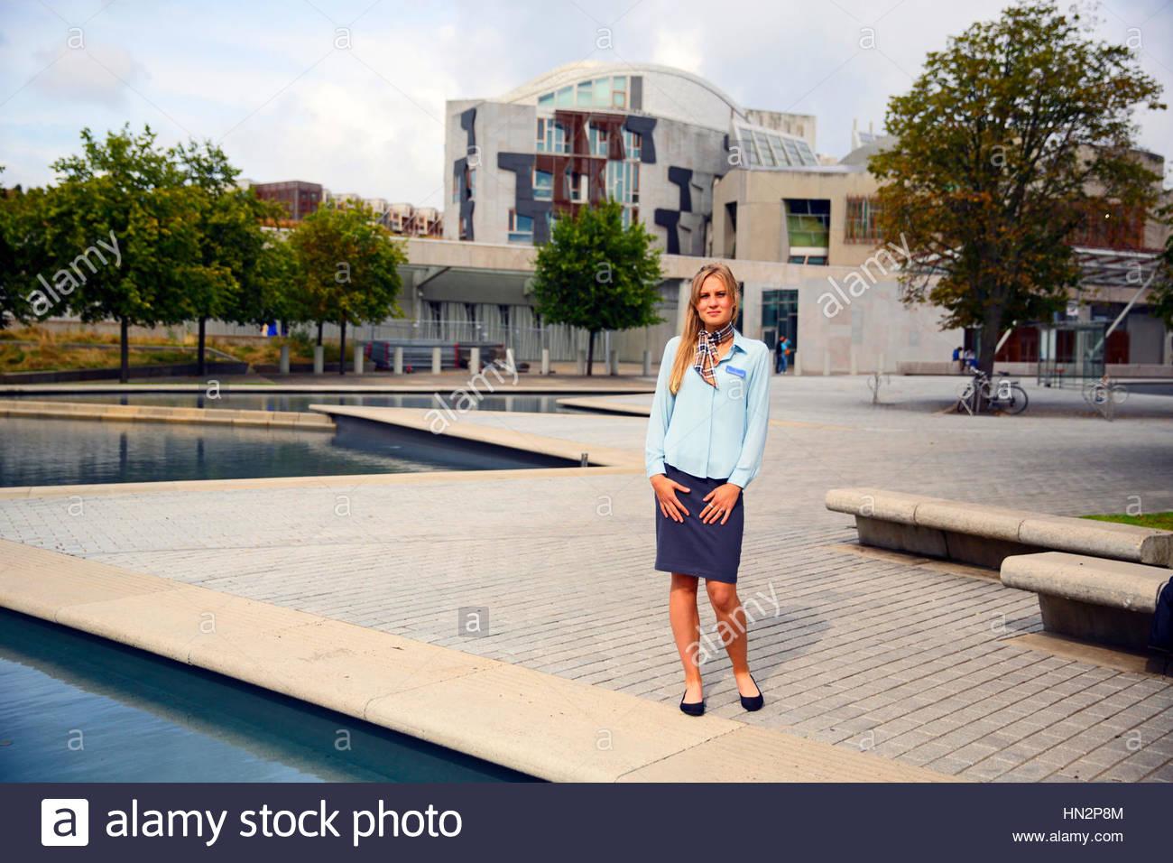 Guía turístico en el Parlamento Escocés de Edimburgo Imagen De Stock