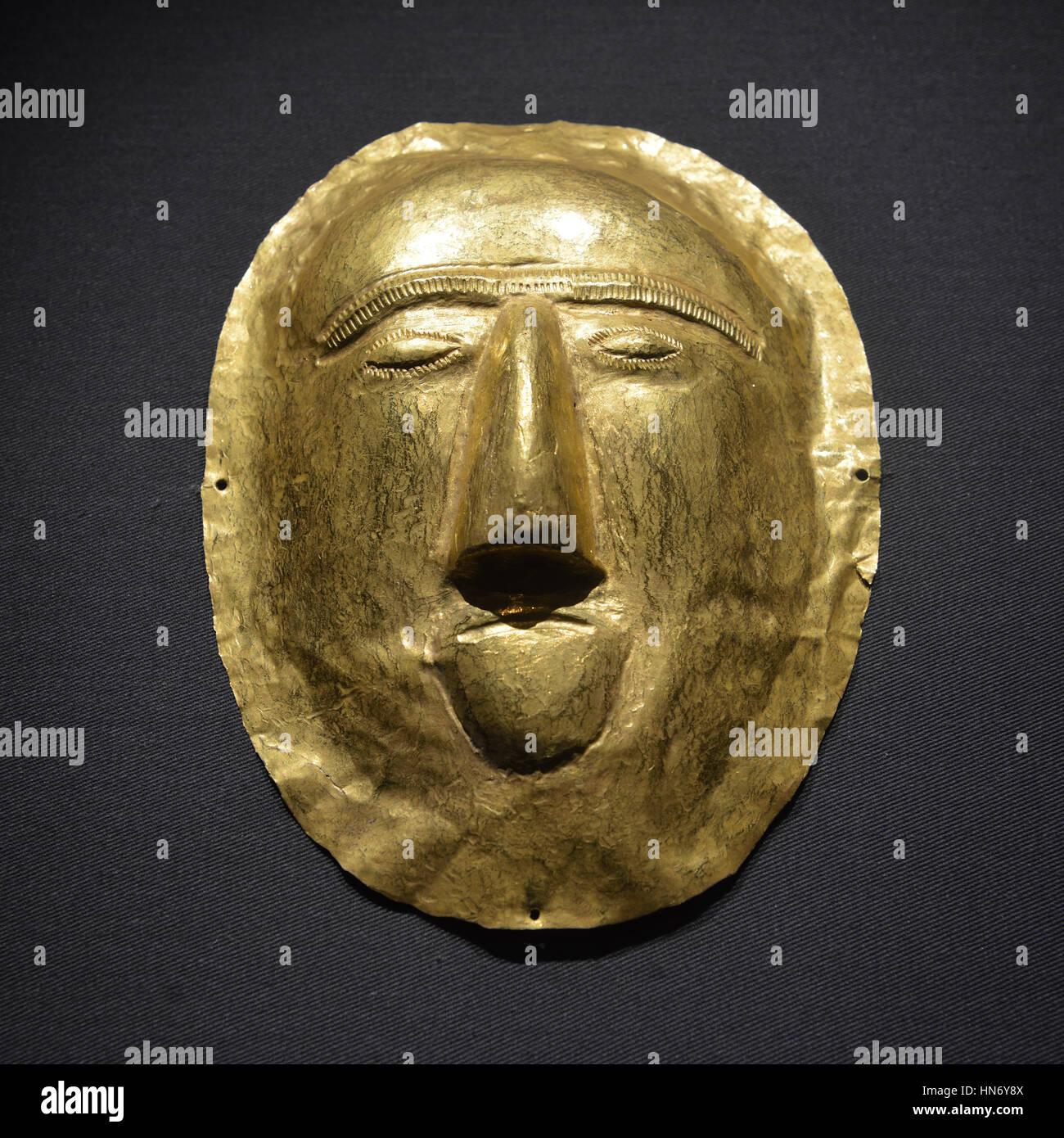 Máscara funeraria. Thaj, Tell al-Zayer. En el siglo I EC. Oro. Museo Nacional, Riad. Arabia Saudita. Imagen De Stock