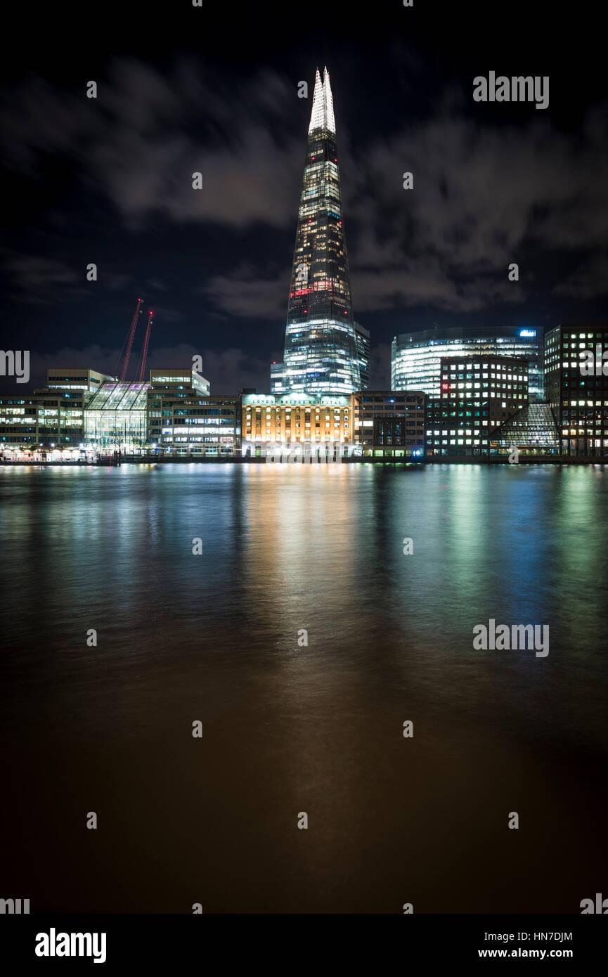 El Shard (Shard de vidrio, Shard London Bridge), Hospital de London Bridge y el Río Támesis, en Londres, Imagen De Stock