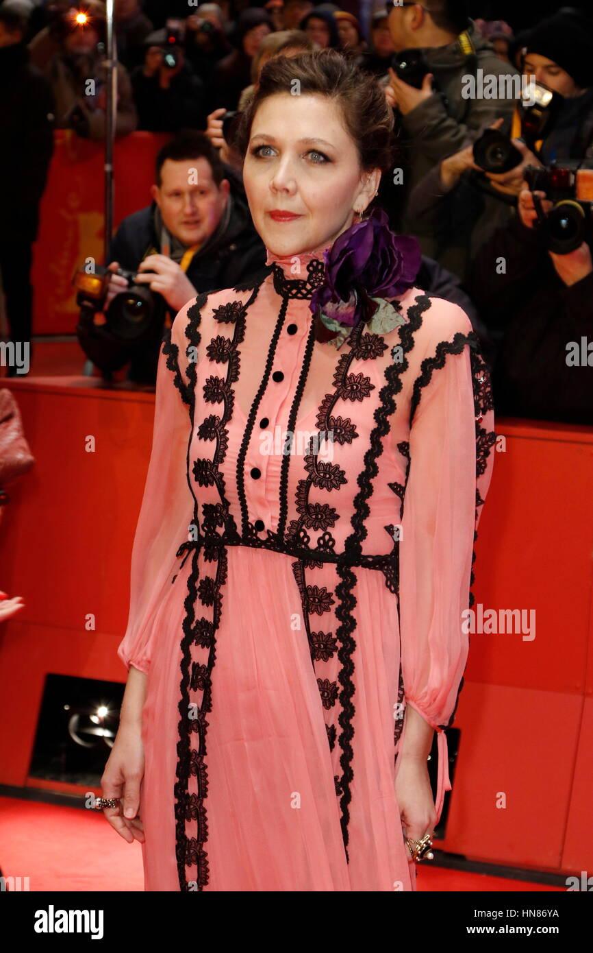 Berlín, Alemania. 09Feb, 2017. Maggie Gyllenhaal asistir al estreno de 'django' y la ceremonia de apertura Imagen De Stock