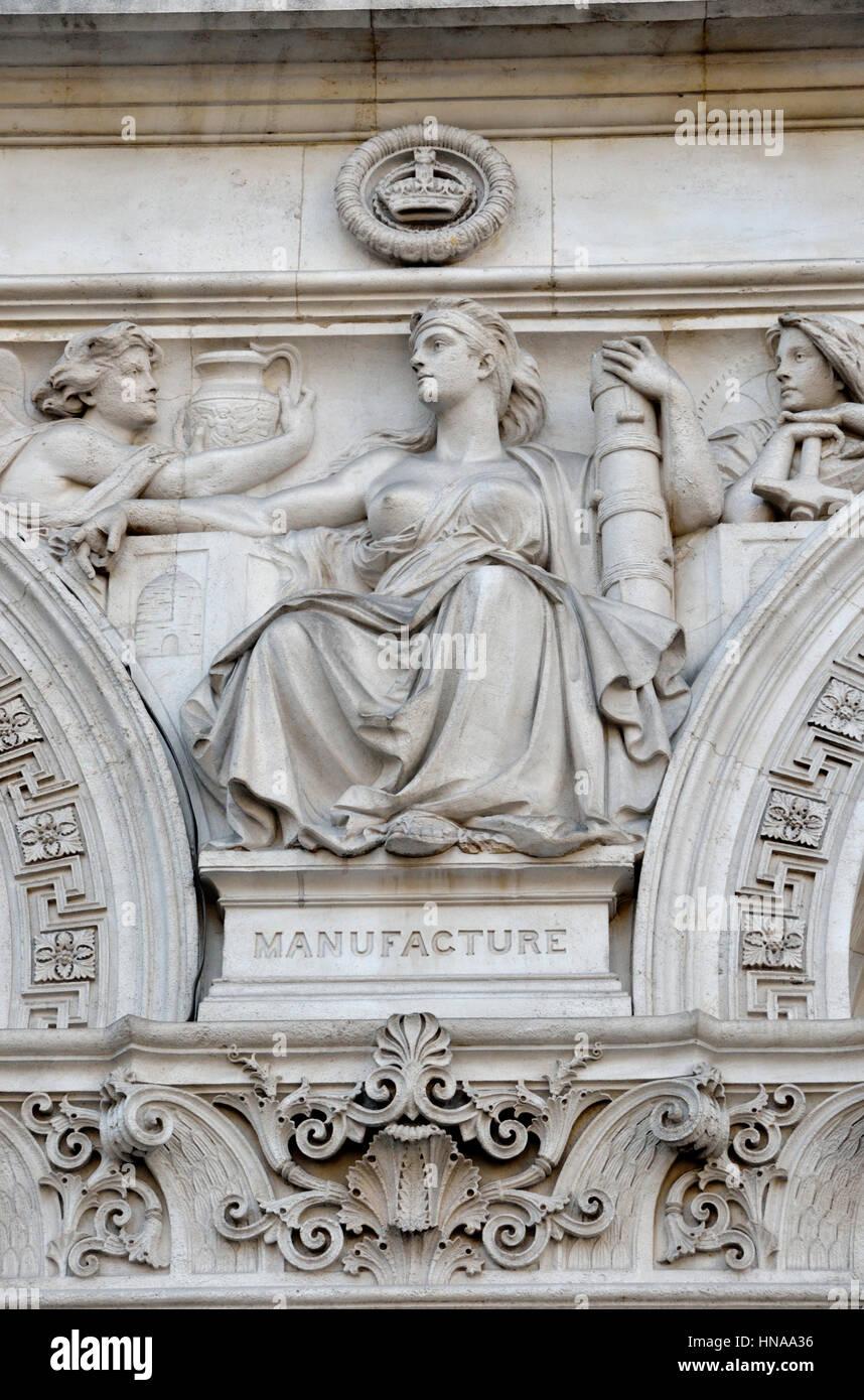 Muro de piedra que representa la fabricación de socorro, Whitehall, Londres, Reino Unido. Imagen De Stock