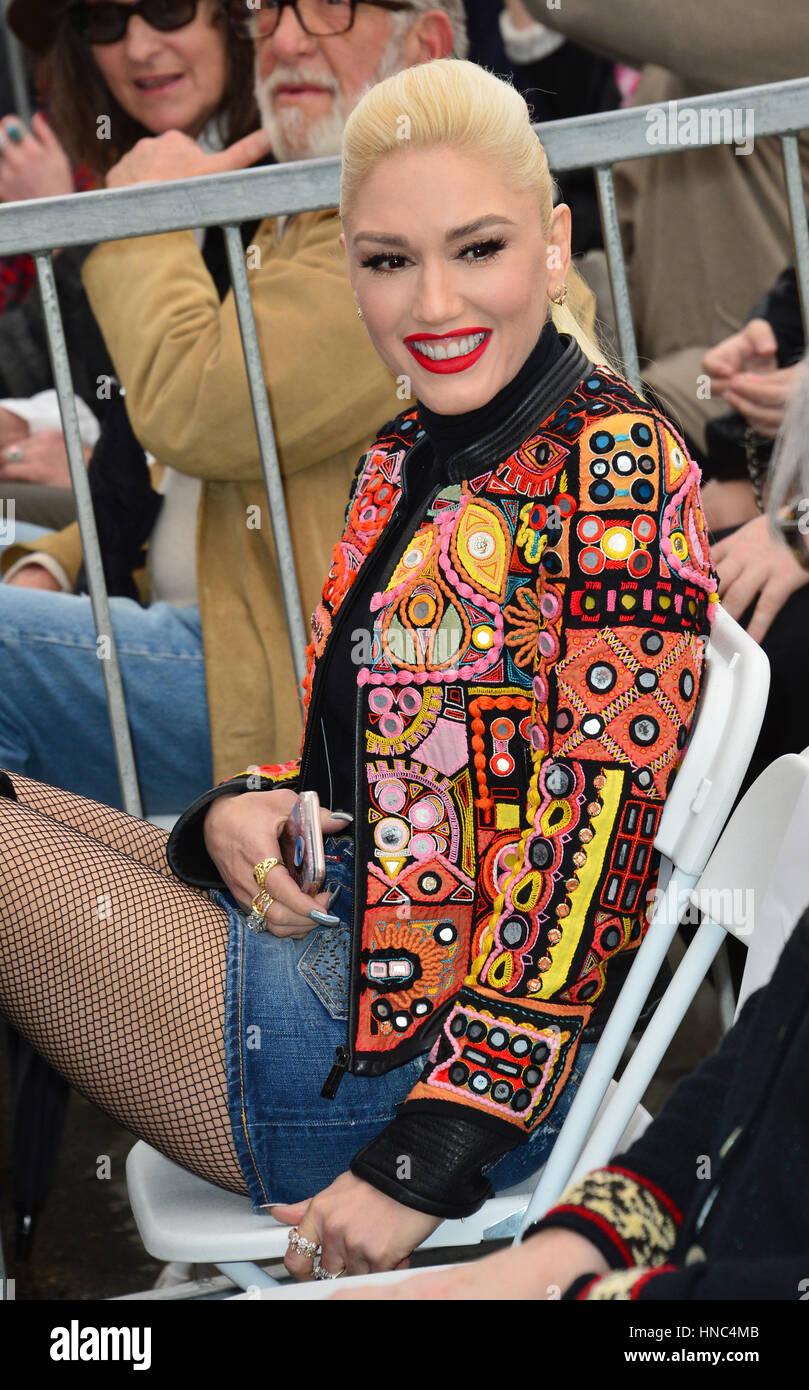 Los Angeles, California, EEUU. 10 de febrero de 2017. La cantante Gwen Stefani en el Paseo de la Fama de Hollywood Foto de stock