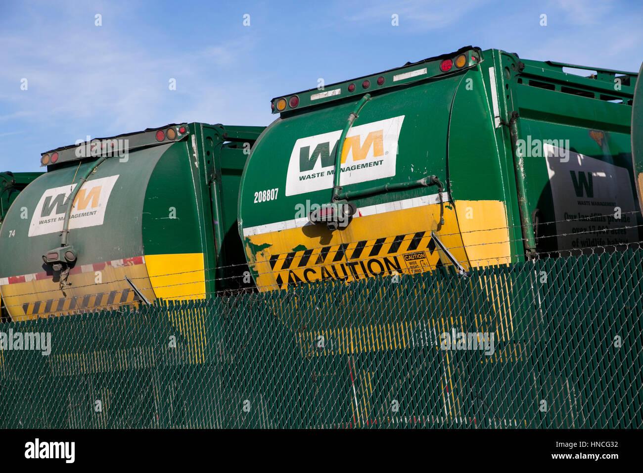 Carteles logo sobre la gestión de residuos, Inc., camiones en San Antonio, Texas, el 29 de enero de 2017. Imagen De Stock